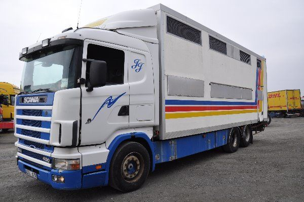 djurtransport lastbil SCANIA 124 400