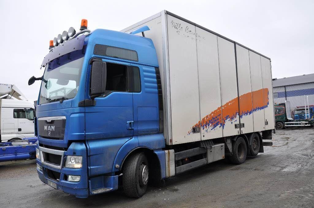 lastbil med skåp MAN TGX 26.480 6X2-2 LL