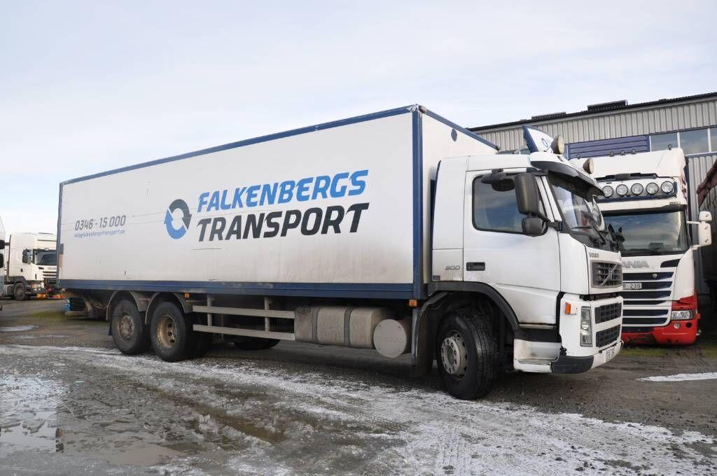 lastbil med skåp VOLVO FM300