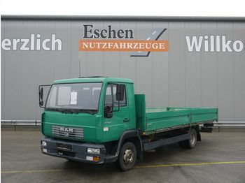 Transportbil med flak MAN 8.145 LLC Pritsche, 2. Hand, 3 Sitze, Blatt/Luft